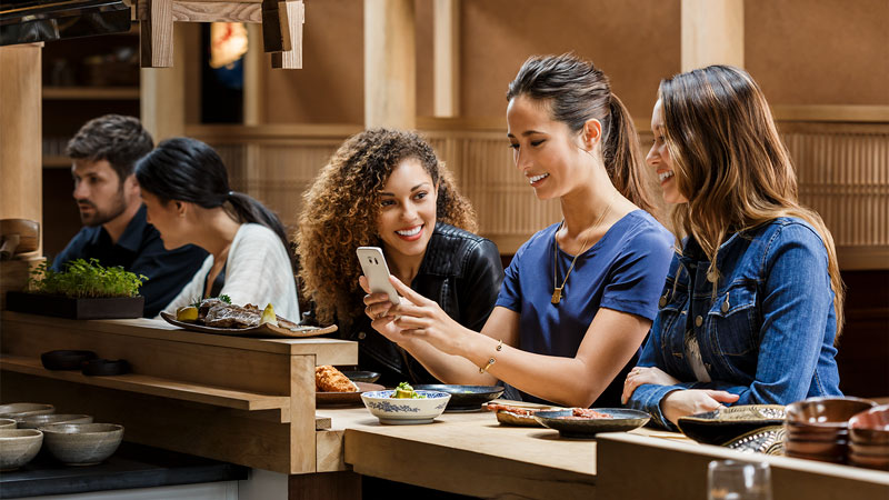 samsung-restaurant-friends-payment-800x450